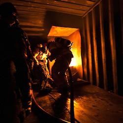 Entra&icirc;nements et mat&eacute;riel des sapeurs-pompiers volontaires de l'a&eacute;roport et de la ville de Longyearbyen.<br /> f&eacute;vrier 2012 / Longyearbyen / SVALBARD 78&deg;N<br /> Cliquez ci-dessous pour voir le reportage complet (59 photos) en acc&egrave;s r&eacute;serv&eacute;<br /> http://sandrachenugodefroy.photoshelter.com/gallery/2012-02-Sapeurs-pompiers-au-Svalbard-Complet/G0000_XdQJbGWuH8/C0000yuz5WpdBLSQ