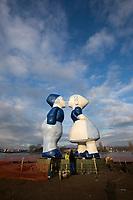 Kissing Couple XXXL, Amsterdam aan een fietsroute door het Westelijk Havengebied, bij de pont naar Zaandam, Hempontplein.