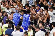 DESCRIZIONE : Campionato 2014/15 Serie A Beko Dinamo Banco di Sardegna Sassari - Grissin Bon Reggio Emilia Finale Playoff Gara4<br /> GIOCATORE : Brian Sacchetti Jerome Dyson Commando Ultra' Dinamo<br /> CATEGORIA : Ultras Tifosi Spettatori Pubblico Ritratto Esultanza Fair Play<br /> SQUADRA : Dinamo Banco di Sardegna Sassari<br /> EVENTO : LegaBasket Serie A Beko 2014/2015<br /> GARA : Dinamo Banco di Sardegna Sassari - Grissin Bon Reggio Emilia Finale Playoff Gara4<br /> DATA : 20/06/2015<br /> SPORT : Pallacanestro <br /> AUTORE : Agenzia Ciamillo-Castoria/GiulioCiamillo