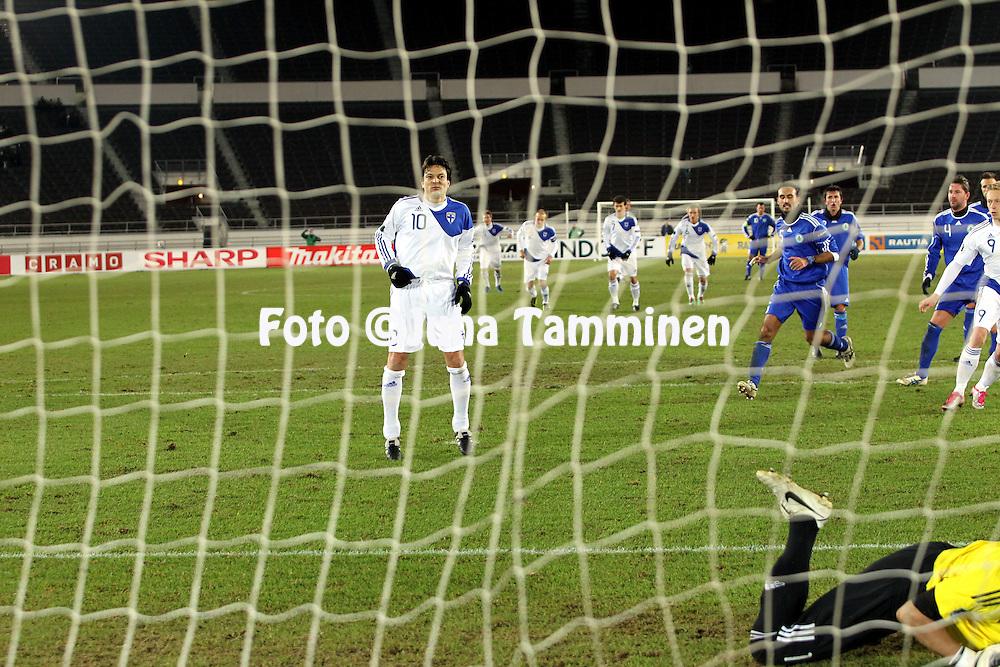 17.11.2010, Olympiastadion, Helsinki..EM-karsintaottelu Suomi - San Marino..Jari Litmanen on tehnyt pilkulta Suomen 6-0 maalin..©Juha Tamminen.
