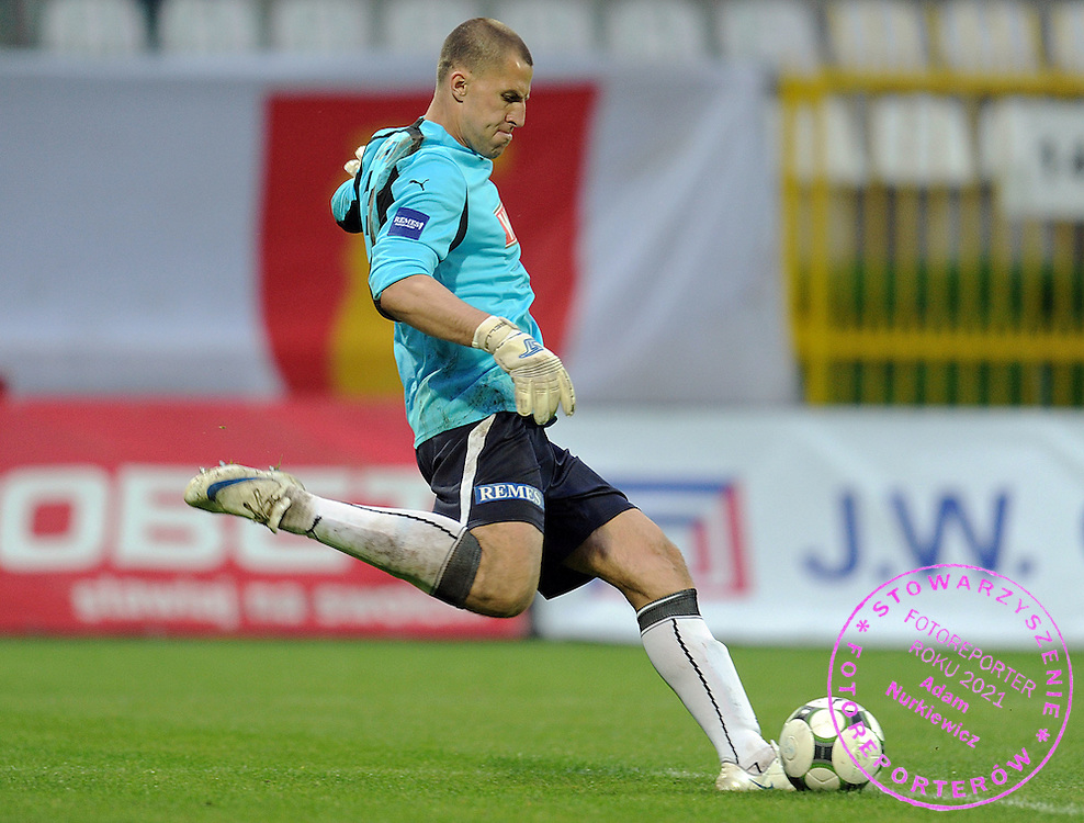 GOALKEEPER IVAN TURINA (LECH POZNAN) DURING SEMI FINAL POLISH CUP SOCCER MATCH BETWEEN POLONIA WARSZAWA AND LECH POZNAN IN SEASON 2008/2009...WARSAW, POLAND , MAY 06, 2009..( PHOTO BY ADAM NURKIEWICZ / MEDIASPORT )..PICTURE ALSO AVAIBLE IN RAW OR TIFF FORMAT ON SPECIAL REQUEST.