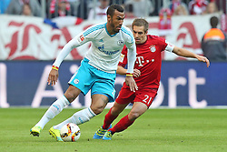 16.04.2016, Allianz Arena, Muenchen, GER, 1. FBL, FC Bayern Muenchen vs Schalke 04, 30. Runde, im Bild Eric-Maxim Choupo-Moting ( FC Schalke 04 ) Philipp Lahm (FC Bayern Muenchen) // during the German Bundesliga 30th round match between FC Bayern Munich and Schalke 04 at the Allianz Arena in Muenchen, Germany on 2016/04/16. EXPA Pictures © 2016, PhotoCredit: EXPA/ Eibner-Pressefoto/ Langer<br /> <br /> *****ATTENTION - OUT of GER*****