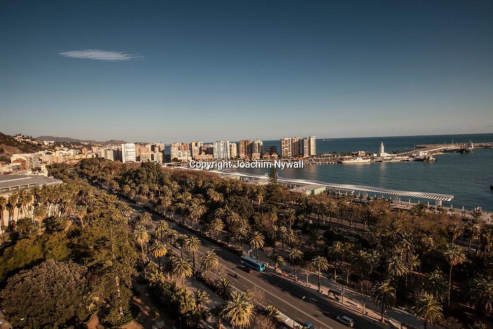 2016 02 17 Malaga Andalusien Spanien<br /> Vybild &ouml;ver centrala Malaga och hamnen Medelhavet<br /> <br /> ----<br /> FOTO : JOACHIM NYWALL KOD 0708840825_1<br /> COPYRIGHT JOACHIM NYWALL<br /> <br /> ***BETALBILD***<br /> Redovisas till <br /> NYWALL MEDIA AB<br /> Strandgatan 30<br /> 461 31 Trollh&auml;ttan<br /> Prislista enl BLF , om inget annat avtalas.