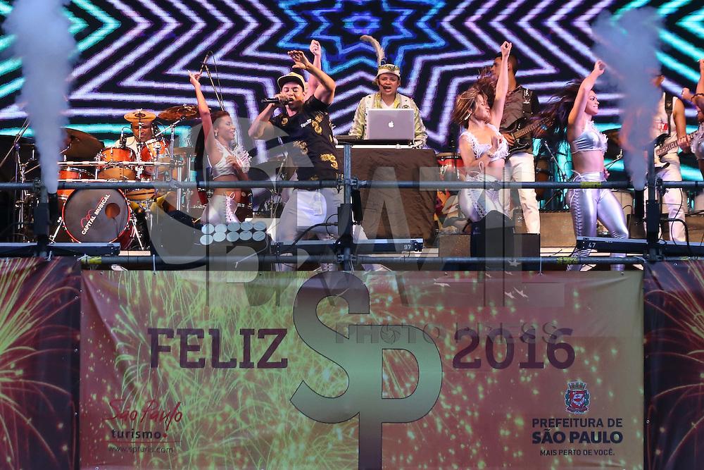 SÃO PAULO, SP, 31.12.2015 - REVEILLON-SP - Banda Djavú durante show da virada na avenida Paulista nesta quinta-feira, 31. (Foto: Vanessa Carvalho/Brazil Photo Press)
