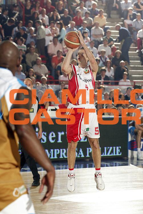 DESCRIZIONE : Varese Lega A1 2006-07 Whirlpool Varese Tisettanta Cantu<br /> GIOCATORE : Capin<br /> SQUADRA : Whirlpool Varese<br /> EVENTO : Campionato Lega A1 2006-2007 <br /> GARA : Whirlpool Varese Tisettanta Cantu<br /> DATA : 28/04/2007 <br /> CATEGORIA : Tiro<br /> SPORT : Pallacanestro <br /> AUTORE : Agenzia Ciamillo-Castoria/G.Cottini<br /> Galleria : Lega Basket A1 2006-2007 <br /> Fotonotizia : Varese Campionato Italiano Lega A1 2006-2007 Whirlpool Varese Tisettanta Cantu<br /> Predefinita :