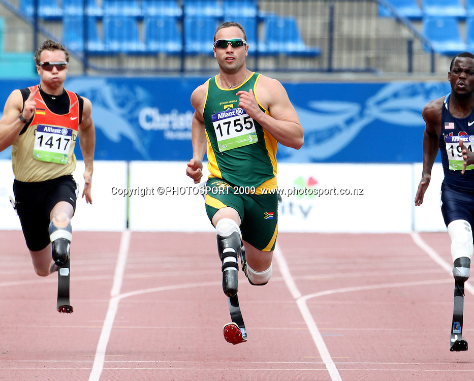 South Africa's Oscar Pistoreous leads his heat in the mens 200m T44 on day two. IPC Athletics World Championship, 23 January 2011 QE11 Stadium, Christchurch. New Zealand. Photo: John Cowpland / photosport.co.nz