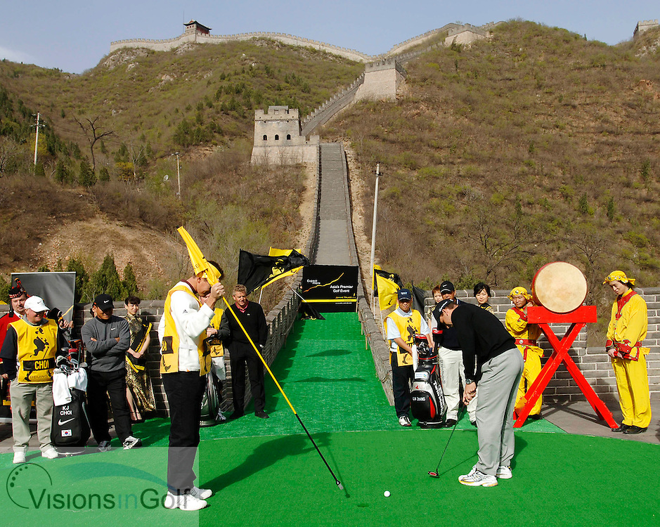 19 April 2005. Johnnie Walker Classic, Pine Valley Golf Club, Beijing, China. Sergio Garcia putts on a specially constructed putting green on the Great Wall of China.<br />Mandatory credit: Visions In Golf/Richard Castka