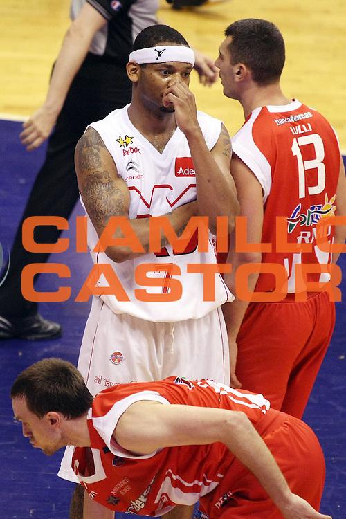DESCRIZIONE : Milano Lega A 2008-09 Playoff Quarti di finale Gara 2 Armani Jeans Milano Bancatercas Teramo<br /> GIOCATORE : Mike Hall<br /> SQUADRA : Armani Jeans Milano<br /> EVENTO : Campionato Lega A 2008-2009<br /> GARA : Armani Jeans Milano Bancatercas Teramo<br /> DATA : 20/05/2009<br /> CATEGORIA : Ritratto Curiosita Delusione<br /> SPORT : Pallacanestro<br /> AUTORE : Agenzia Ciamillo-Castoria/G.Cottini<br /> Galleria : Lega Basket A1 2008-2009<br /> Fotonotizia : Milano Lega A 2008-09 Playoff Quarti di finale Gara 2 Armani Jeans Milano Bancatercas Teramo<br /> Predefinita :