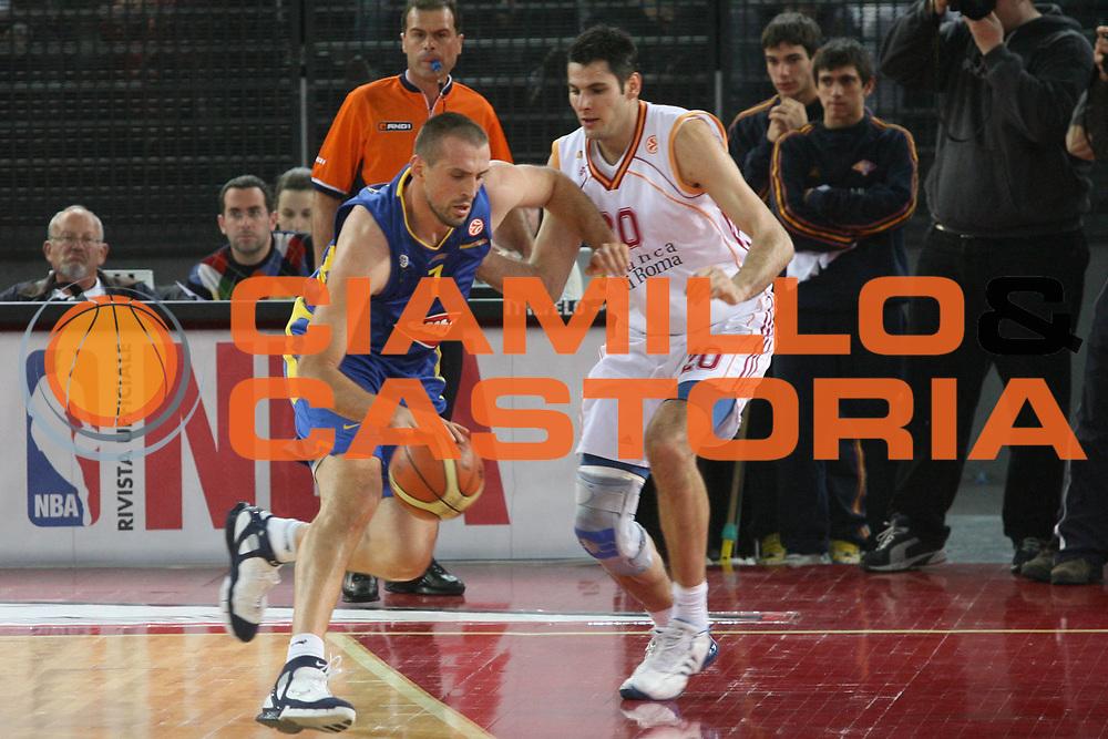 DESCRIZIONE : Roma Eurolega 2006-07 Lottomatica Virtus Roma Maccabi Tel Aviv <br /> GIOCATORE : Vujcic <br /> SQUADRA : Maccabi Tel Aviv <br /> EVENTO : Eurolega 2006-2007 <br /> GARA : Lottomatica Virtus Roma Maccabi Tel Aviv <br /> DATA : 04/01/2007 <br /> CATEGORIA : Palleggio <br /> SPORT : Pallacanestro <br /> AUTORE : Agenzia Ciamillo-Castoria/G.Ciamillo