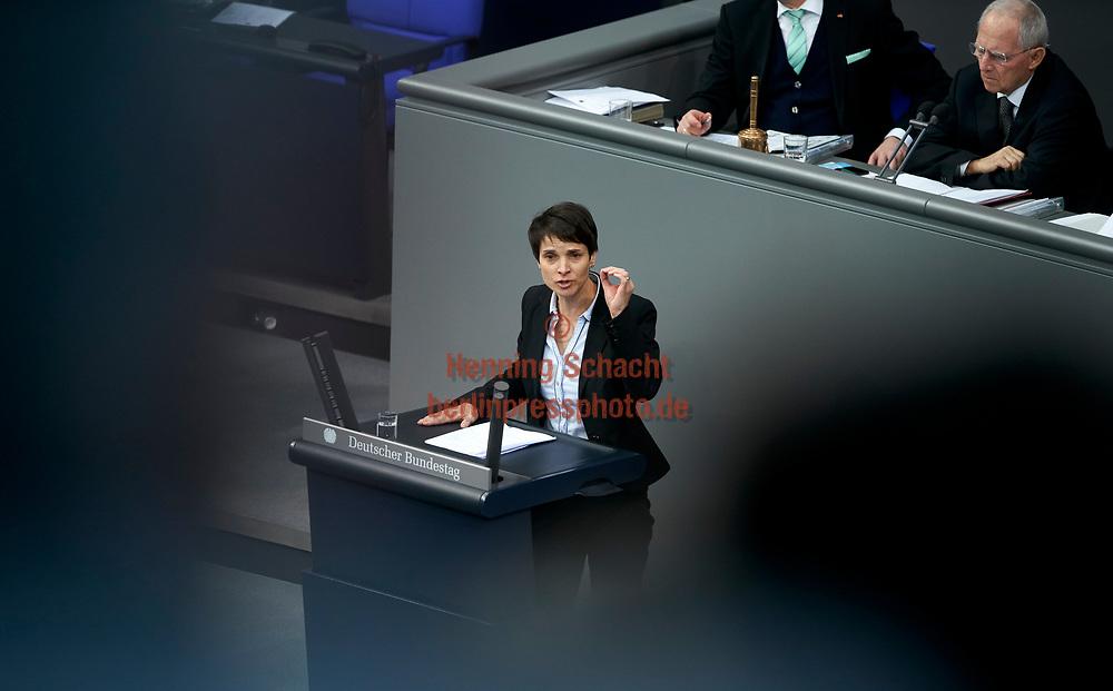 Frauke Petry spricht im Bundestag zum Tagesordnungspunkt Familiennachzug zu subsidiär Schutzberechtigten  in Berlin. / 01022018,DEU,Deutschland,Berlin