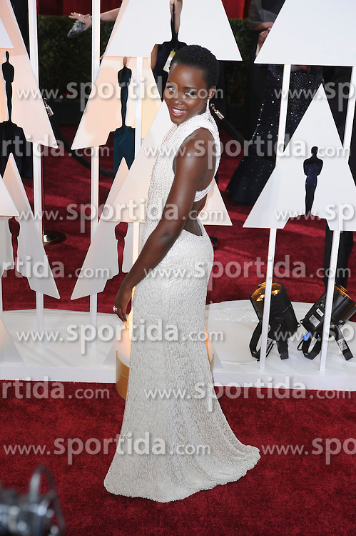 22.02.2015, Dolby Theatre, Hollywood, USA, Oscar 2015, 87. Verleihung der Academy of Motion Picture Arts and Sciences, im Bild Lupita Nyong'o // attends 87th Annual Academy Awards at the Dolby Theatre in Hollywood, United States on 2015/02/22. EXPA Pictures &copy; 2015, PhotoCredit: EXPA/ Newspix/ PGMP<br /> <br /> *****ATTENTION - for AUT, SLO, CRO, SRB, BIH, MAZ, TUR, SUI, SWE only*****