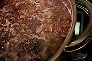 Belo Horizonte_MG, Brasil...Preparacao de alimento durante o Festival de Gastronomia Sabor e Saber...Preparation of food for the Gastronomy Festival Sabor e Saber...Foto: BRUNO MAGALHAES / NITRO..