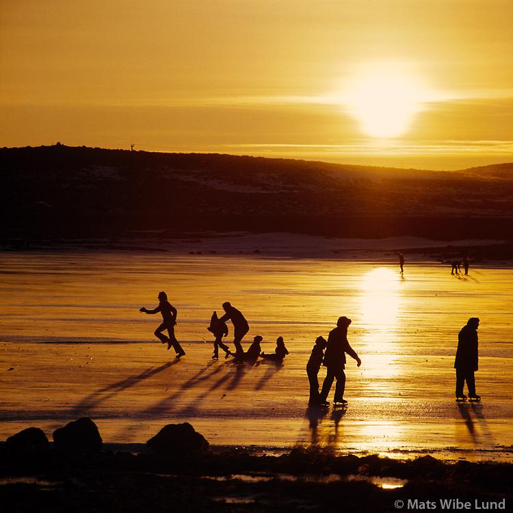 &Aacute; skautum &aacute; Rau&eth;avatni, 1973<br /> <br /> Skating on Rau&eth;avatn lake, 1973