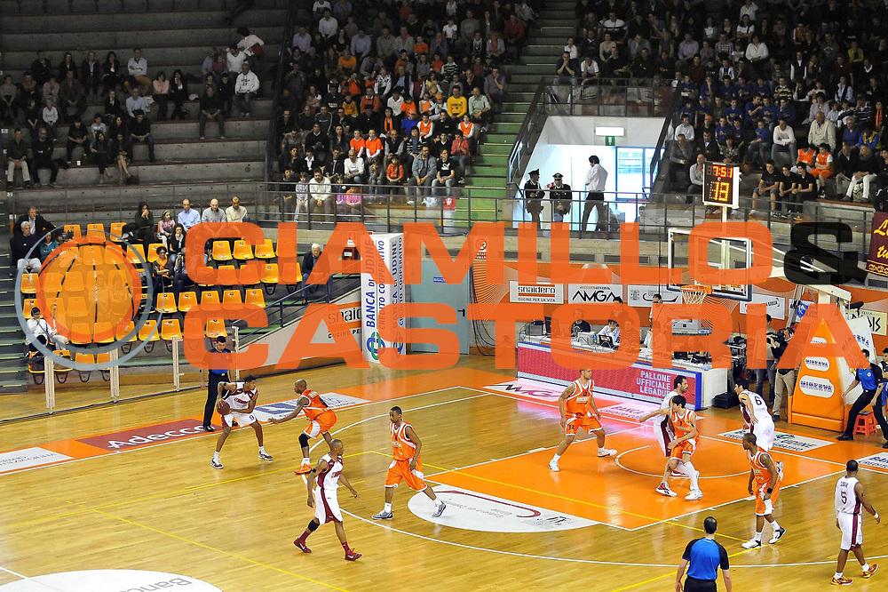 DESCRIZIONE : Udine Lega A2 2010-11 Snaidero Udine Umana Venezia<br /> GIOCATORE : Tamar Slay<br /> SQUADRA : Umana Venezia<br /> EVENTO : Campionato Lega A2 2010-2011<br /> GARA : Snaidero Udine Umana Venezia<br /> DATA : 17/04/2011<br /> CATEGORIA : Passaggio<br /> SPORT : Pallacanestro <br /> AUTORE : Agenzia Ciamillo-Castoria/S.Ferraro<br /> Galleria : Lega Basket A2 2010-2011 <br /> Fotonotizia : Udine Lega A2 2010-11 Snaidero Udine Assigeco Umana Venezia<br /> Predefinita :