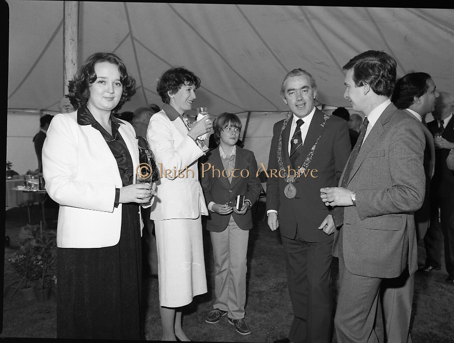 Guests and staff at the US Embassy in Phoenix Park, Dublin, celebrate American Independence Day..1980-07-04.4th July 1980.04/07/1980.07-04-80..Photographed at the US Ambassador's Residence,  Phoenix Park...Mayor of Dublin, Fergus O'Brien and Elizabeth McNelly Shannon chat with guests in marquee during festivities.