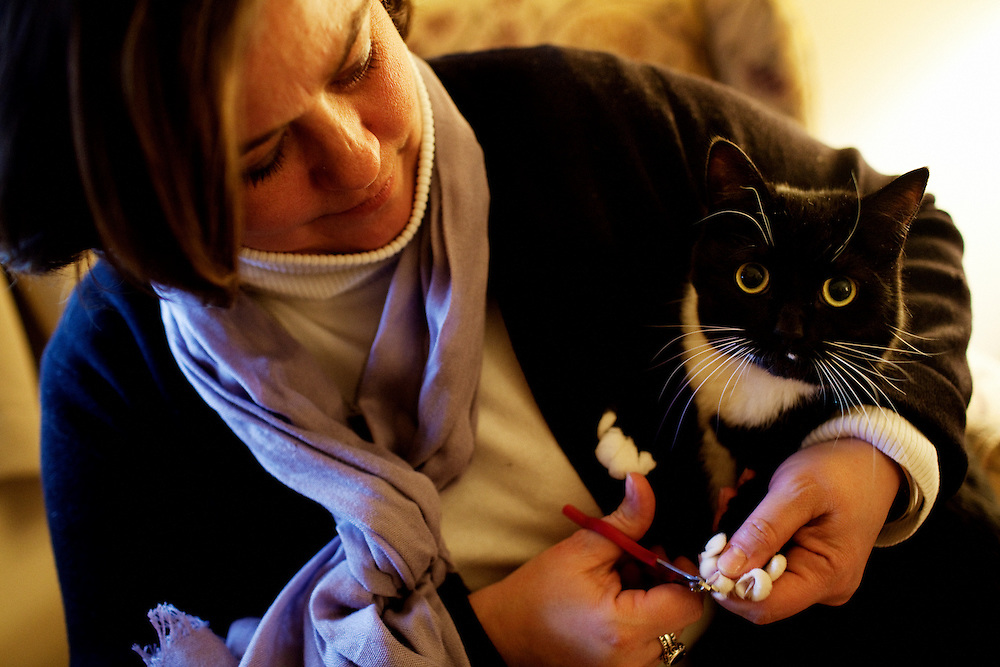 Tracey Brown clips her mother Linda Groeber's cat's nails while visiting at her mother's home in Lutherville-Timonium, Maryland on Wednesday, January 13, 2010. As she ages Linda has relied more on her daughters Tracey Brown and Annie Groeber to help with day-to-day tasks.
