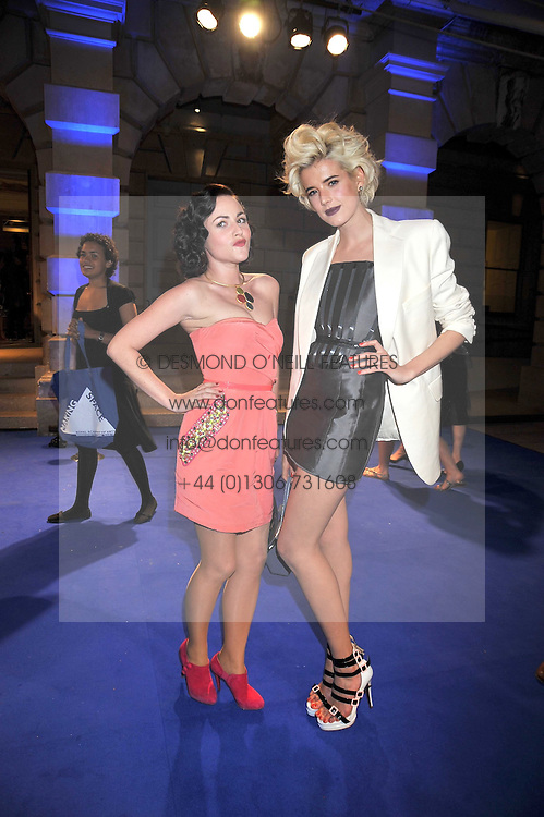 Left to right, JAIME WINSTONE and AGYNESS DEYN at the Royal Academy of Arts Summer Party held at Burlington House, Piccadilly, London on 3rd June 2009.