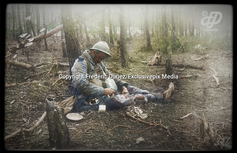 "Colorized photographs soldiers from the World War One<br /> <br /> With his impressive colorized photographs of the World War One, Frédéric Duriez gives us a new look at the conflict that ravaged the world between 1914 and 1918, revealing the difficult daily life of the French soldiers. <br /> <br /> Photo Shows:""""""Bois de Spandau"""" in Northeast """"Bois Sabot"""", October 27, 1915 . A French soldier killed while he ate.<br /> ©Frédéric Duriez/Exclusivepix Media"