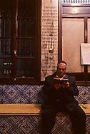 La Ghriba; Jewish pilgrimage. in the synagogue ìla Ghribaî  Djerba  Tunisia     /// Pelerinage juif de la Ghriba. Dans la synaguogue la ìGhribaî  Djerba  Tunisie   /// R322/    L004821  /  P0008253