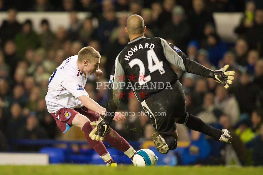 LIVERPOOL, ENGLAND - Saturday, March 22, 2008: Everton's goalkeeper Tim Howard saves from close range from West Ham United's Freddie Sears during the Premiership match at Goodison Park. (Photo by David Rawcliffe/Propaganda)
