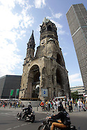 GERMANY - BERLIN - The Kaiser-Wilhelm Gedachtniskirche on the Kurfu?rstendamm. PHOTO GERRIT DE HEUS