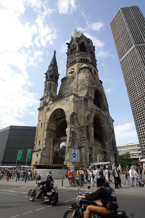 GERMANY - BERLIN - The Kaiser-Wilhelm Gedachtniskirche on the Kurfu?rstendamm. PHOTO GERRIT DE HEUS