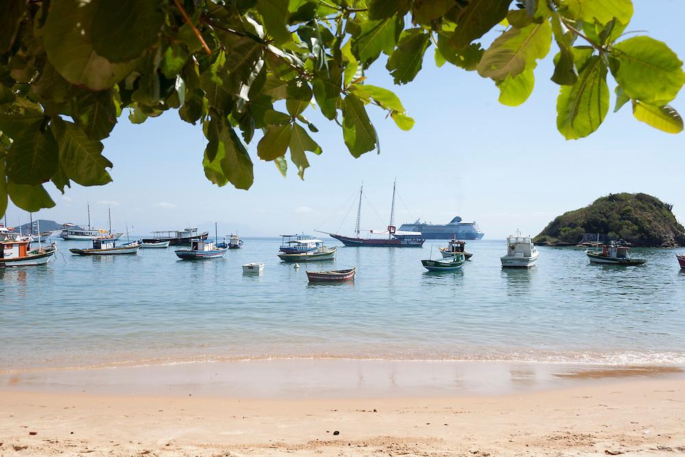Fishing boats along Canto beach, facing Pousada do Sol
