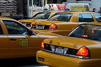 21 NOV 2003, NEW YORK/USA:<br /> Yellow Cab Taxis auf den Strassen von Manhatten, New York<br /> IMAGE: 20031121-02-023<br /> KEYWORDS: Taxi, Strasse