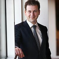Nederland, Amsterdam , 24 oktober 2011. .Lodewijk Asscher is wethouder van financiën, jeugdzaken, educatie en project 1012. Ook is hij loco-burgemeester. Daarnaast is hij partijleider van de PvdA Amsterdam. Hij was gemeenteraadslid van maart 2002- tot april 2006, waarvan de laatste twee jaar fractievoorzitter..Foto:Jean-Pierre Jans