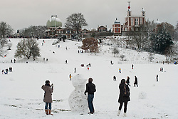 © under license to London News Pictures. 18/12/10.  After heavy snowfall in London today (Sat), people take advantage of the snow in Greenwich Park. Credit should read Matt Cetti-Roberts/London News Pictures