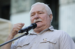 July 4, 2018 - Warsaw, Poland - Former president and Solidarity leader Lech Walesa speaks to demonstrators rallying at the Supreme Court in Warsaw, Poland on July 4, 2018. (Credit Image: © Jaap Arriens/NurPhoto via ZUMA Press)
