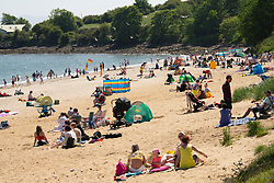 Aberdour, Fife, Scotland, UK. 28 June, 2019. Warm temperatures and unbroken sunshine brought hundreds of people to Silver Sands Beach at Aberdour in Fife.