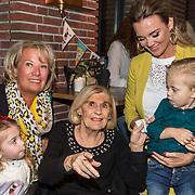 NLD/Berkel en Rodernrijs/20190311 - Boekpresentatie Dunya, een Hemels Hondenleven van Monique Westenberg, haar oma Corrie, zoon Dre Hazes en moeder