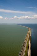 Nederland, Flevoland, IJsselmeer, 14-07-2008; Houtribdijk verbindt Enkhuizen en Lelystad en deelt de voormalige Zuiderzee in Markermeer (links)  en het IJsselmeer (rechts); aan de verre horizon Noord-Holalnd / West-Friesland; de dijk is oorpronkelijk aangelegd om het Markeermeer in te polderen (Markerwaard), deze inpoldering maakte reeds deel uit van de Zuiderzeewerken; andere namen voor de dijk zijn: Markerwaarddijk, Lelydijk en Dijk Enkhuizen-Lelystad N302; toekomst, algen, licht, leeg, leegte, Lely, empty, emtyness, light;.dike build for future further impolderisation of IJsselmeer (IJssel-lake or former Zuyder Zee) lake;.polder will probaly not be realised. .luchtfoto (toeslag); aerial photo (additional fee required); .foto Siebe Swart / photo Siebe Swart