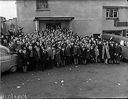 26-29/01/1960<br /> 01/26-29/1960<br /> 26-29 January 1960<br /> Gael-Linn Special at Gweedore and Teelin Co. Donegal. Childen outside the building where the film Mise Eire was shown.