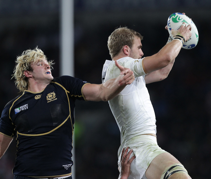 England's Tom Croft beats Scotland's Richie Gray in alineout during a Pool B match of the Rugby World Cup 2011, Eden Park, Auckland, New Zealand, Saturday, October 01, 2011.  Credit:SNPA / David Rowland