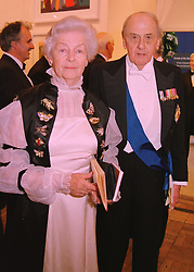 The DUKE & DUCHESS OF DEVONSHIRE at a dinner in London on 27th May 1998.MHX 59