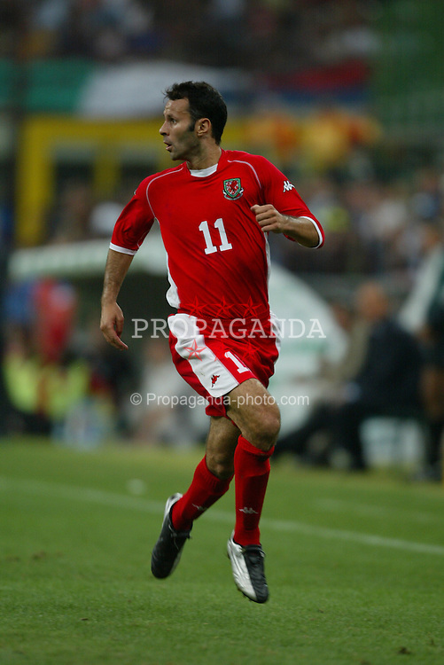 MILAN, ITALY - Saturday, September 6, 2003: Wales' Ryan Giggs in action against Italy during the Euro 2004 qualifying match at the San Siro Stadium. (Pic by David Rawcliffe/Propaganda)