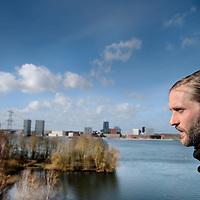 Nederland, Almere, 30 maart 2015.<br /> Rens Spanjaard initiator Weerwoud kijkt vanuit een toren op het eiland Utopia nabij Almere uit over het voedselbos.<br /> VOEDSELBOS OP UTOPIA<br /> We leggen een voedselbos aan op ons eiland. Van boom tot kruid en weer terug, alles is erop ingericht om een zo gezond en divers mogelijk bos neer te zetten dat zoveel mogelijk voedsel produceert. Wij zorgen ervoor dat je in 2022 kunt dwalen en verdwalen in een bos vol noten, appels, aardbeien en eindeloos veel ander lekkers. Om te plukken en van te genieten.<br /> Om in 2022 een voedselbos te hebben, planten we het nu al aan. Tijdens de Floriade is ons Weerwoud dan jong volwassen en vol in productie, en laat het je zien hoe een natuurlijk ecosysteem ons van voedsel kan voorzien.<br /> De Urban Greeners Rens en Koen zijn het tweespan achter het Weerwoud. Ze worden versterkt door twee voedselbosexperts van Food Forestry Nederland: Wouter Eck en Xavier San Giorgi. Ook zijn er studenten van CAH Vilentum die meedenken en helpen om er een leefbaar bos van te maken, door bijvoorbeeld onderzoek te doen.<br /> Foto:Jean-Pierre Jans