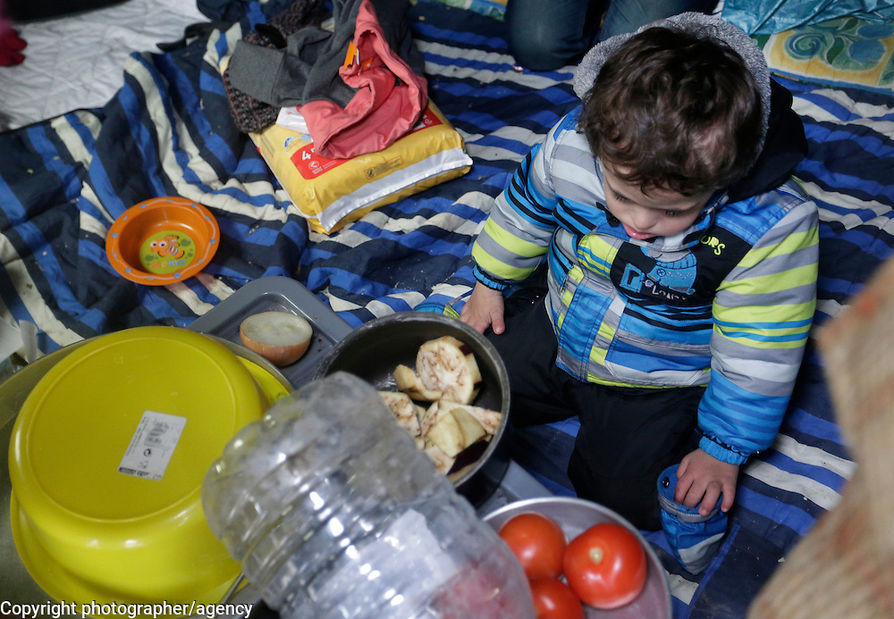 Lawey (4) plays, 22 January, in his tent in Grande Synthe. refugee camp near Dunkirk<br />