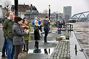 Netherlands, Nijmegen, The Netherlands, 9-1-2018 De Waalkade is afgesloten voor verkeer en het water van de Waal, Rijn, klots tegen en soms over de kaderand. Dagjesmensen en nieuwsgierigen komen al kijken,de coupures tussen de Waalkade en de stad zijn afgesloten. Er is wel al wat schade aan de kade door wegspoelend zand en er ligt al twee weken een binnenvaartschip aangemeerd met motorpech die ook schade toebrengt aan de pas vernieuwde kade.Foto: Flip FranssenNijmegen is gearing up for high water. The rising waters of the Rhine, Waal, is tomorrow night at the highest level. . Day trippers and curious, all look and a contractor has the denominations between the Waal River and the city closed. Photo: Flip Franssen