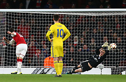 December 7, 2017 - London, England, United Kingdom - Arsenal's Olivier Giroud scores from the penalty spot.during UEFA Europa League Group H match between Arsenal and BATE Borisov at The Emirates , London 7 Dec  2017  (Credit Image: © Kieran Galvin/NurPhoto via ZUMA Press)