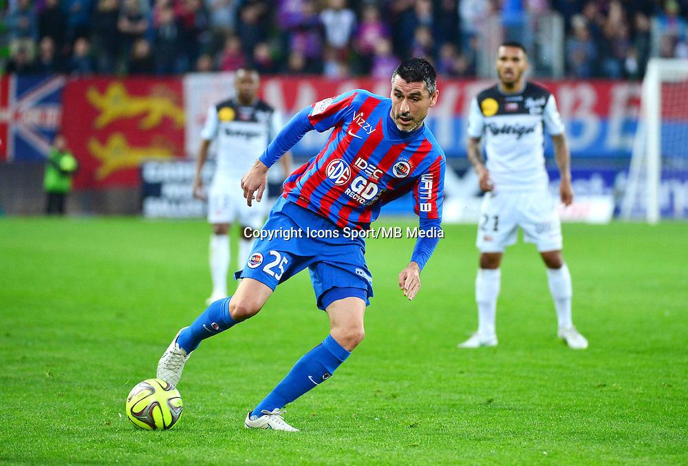 Julien FERET - 25.04.2015 - Caen / Guingamp - 34eme journee de Ligue 1<br /> Photo : David Winter / Icon Sport
