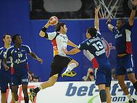 Handball EM Herren 2010 Hauptrunde Deutschland - Frankreich 24.01.2010 Uwe Gensheimer (GER Mitte) gegen Luc Abalo (links), Nikola Karabatic (Nr. 13) und Didier Dinart (rechts alle FRA)