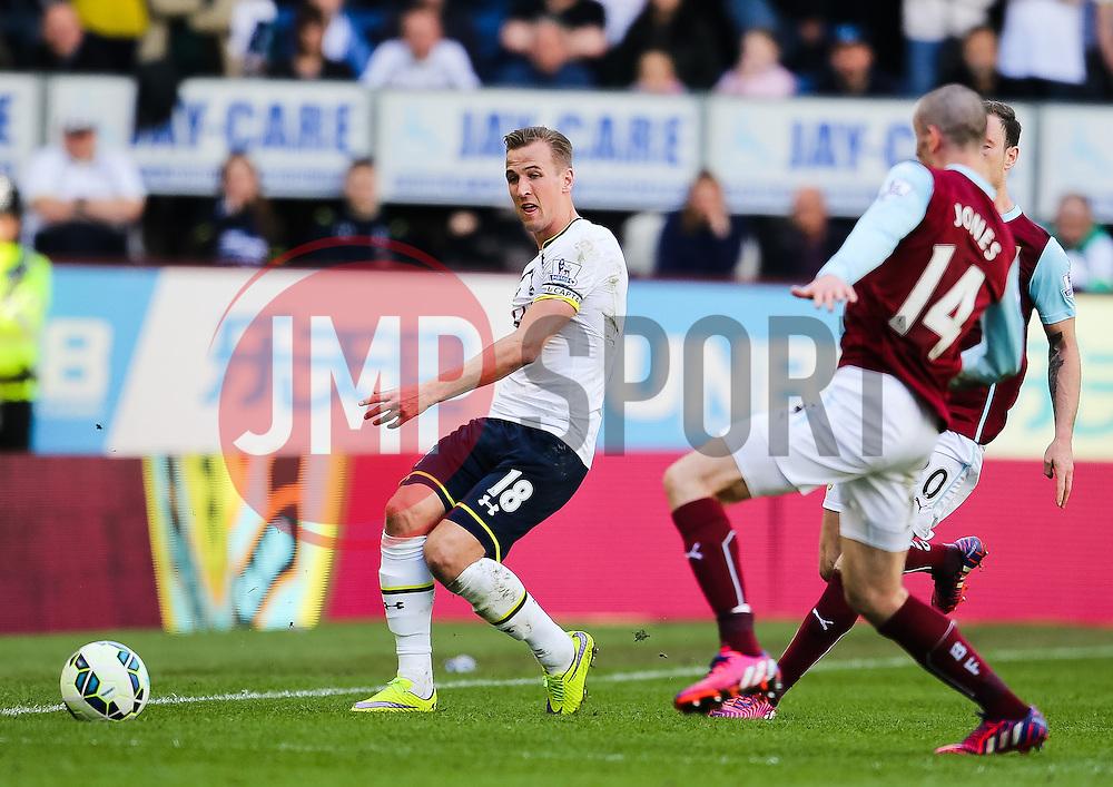 Tottenham Hotspur's Harry Kane plays the ball forward - Photo mandatory by-line: Matt McNulty/JMP - Mobile: 07966 386802 - 05/04/2015 - SPORT - Football - Burnley - Turf Moor - Burnley v Tottenham Hotspur - Barclays Premier League