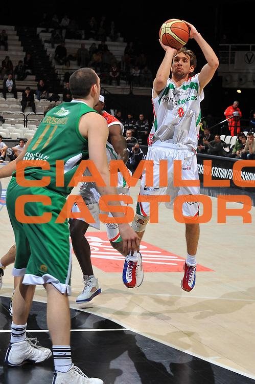 DESCRIZIONE : Bologna Final Eight 2009 Quarti di Finale Air Avellino Bancatercas Teramo<br /> GIOCATORE : Giuseppe Poeta<br /> SQUADRA : Bancatercas Teramo<br /> EVENTO : Tim Cup Basket Coppa Italia Final Eight 2009<br /> GARA : Air Avellino Bancatercas Teramo<br /> DATA : 19/02/2009<br /> CATEGORIA : tiro<br /> SPORT : Pallacanestro<br /> AUTORE : Agenzia Ciamillo-Castoria/A.Dealberto