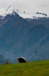 05.10.2010, Golfclub, Zell am See Kaprun, AUT, European Paragolf Championships 2010, im Bild Charles-Henri Quelin, FRA, im Hintergrund das Kitzsteinhorn, EXPA Pictures © 2010, PhotoCredit: EXPA/ J. Feichter
