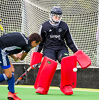 Amstelveen - Keeper Hidde Brink  tijdens de training van Pinoke Heren I, naar aanloop van de hoofklasse hockey competitie. COPYRIGHT KOEN SUYK