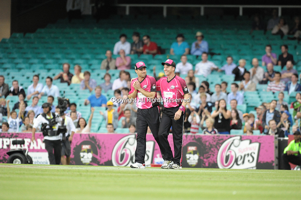 16.12.2011 Sydney, Australia.Sydney Sixers paceman Brett Lee congratulates Sydney Sixers English batsman Michael Lumb after he takes a catch to dismiss Brisbane Heat all rounder James Hopes during the KFC T20 Big Bash League game between Sydney Sixers and Brisbane Heat at the Sydney Cricket Ground.