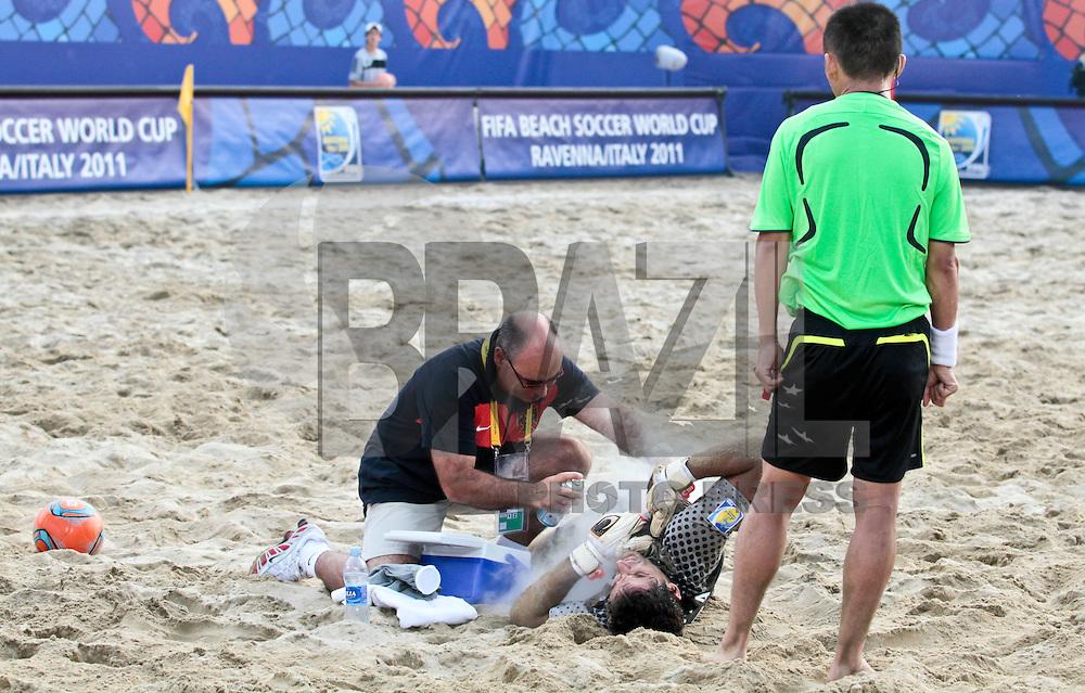 RAVENNA, ITALIA, 08 DE SETEMBRO DE 2011 - COPA DO MUNDO DE BEACH SOCCER - <br /> <br /> PORTUGAL X SENEGAL-  Paulo Gra&ccedil;a goleiro do Portugal durante de partida contra a Senegal, v&aacute;lida <br /> <br /> pelas quartas de final da Copa do Mundo de Beach Soccer, no Est&aacute;dio Del Mare, em <br /> <br /> Ravenna, It&aacute;lia, nesta quinta-feira (8). FOTO: VANESSA CARVALHO - NEWS FREE